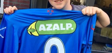 10-jarige Jip uit Breda ontvangt gesigneerd NAC-shirt van Dessers: 'Droom komt uit!'