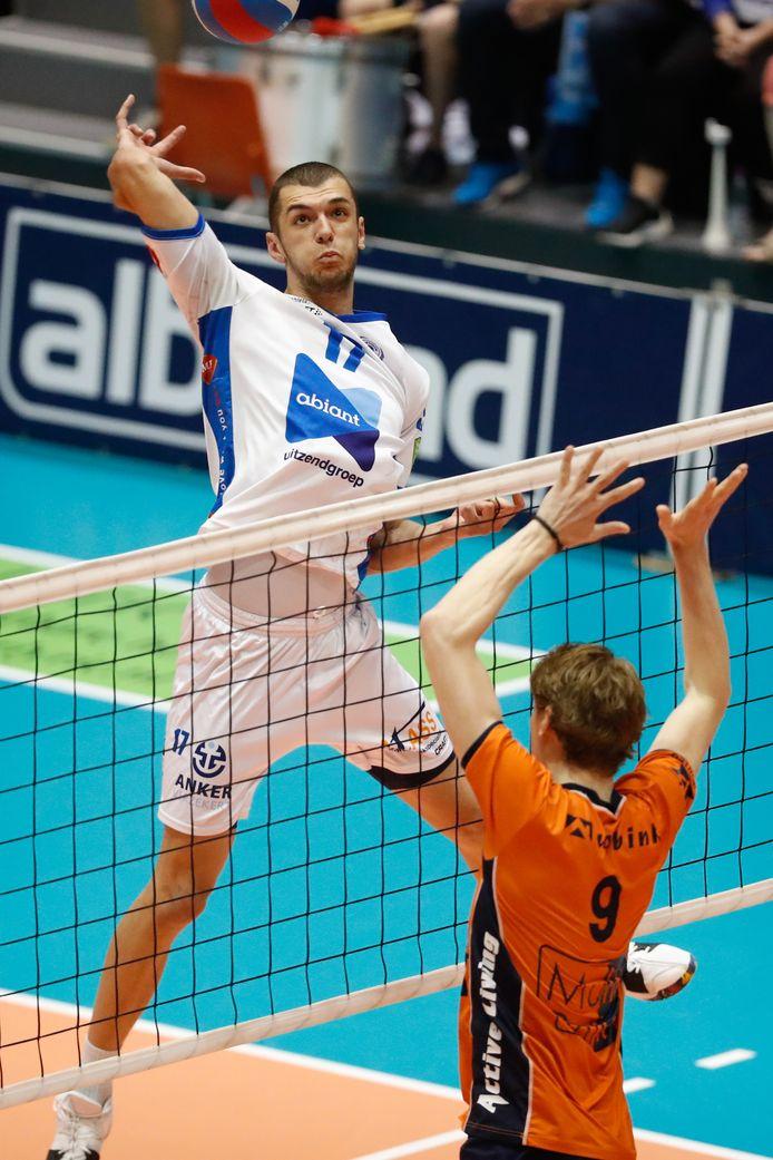 Volleyballer Niels de Vries was met het Groningse Lycurgus al drie jaar actief in de eredivisie.