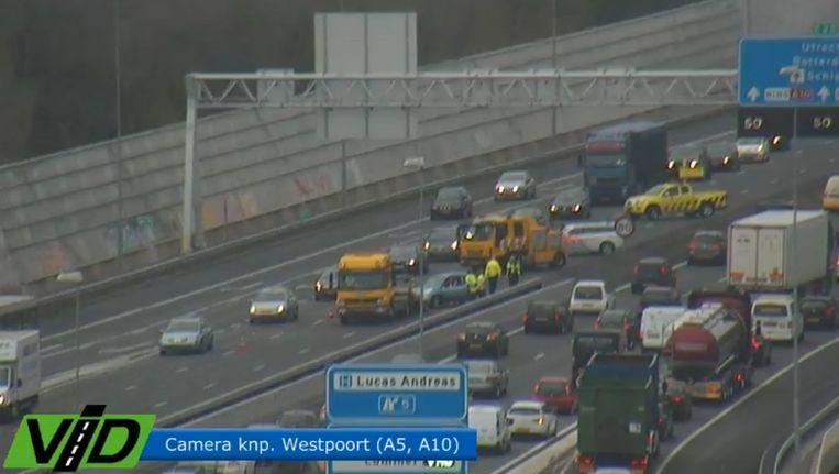 Het verkeer reed langzaam na een ongeval op de A10 Beeld Verkeersinformatiedienst