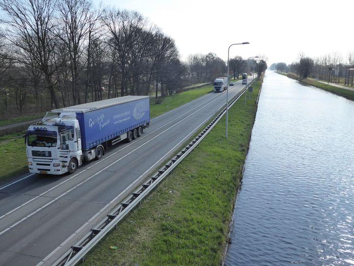 De N279 tussen Veghel en Asten .