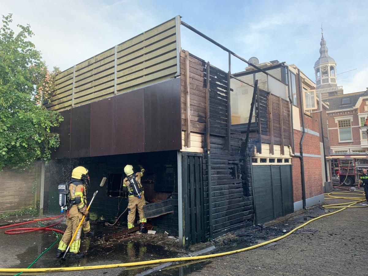De woning heeft grote schade opgelopen door de brand.