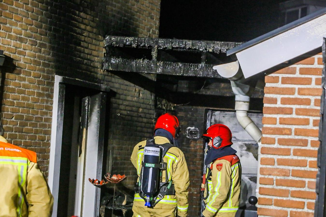 Vermoedelijke brandstichting in Deurne bij het huis van een bejaarde vrouw (81) aan de Berkenstraat.