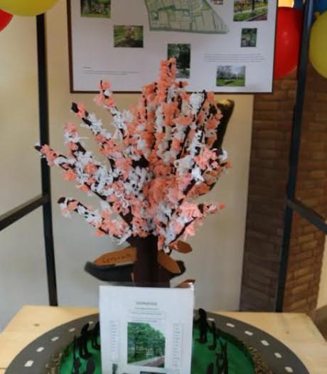 Bloesemboom op de rotonde in Nijkerk