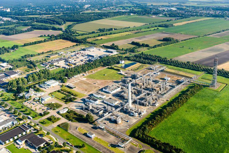 Luchtopname van de gaszuiveringsinstallatie van de NAM in Emmen. Beeld Hollandse Hoogte / Siebe Swart luchtfotografie