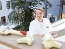Zaagmal knieprotheses helpt MST Enschede wachtlijst orthopedie in te korten