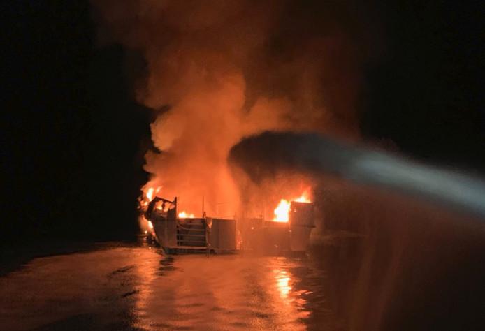 De brandende boot.