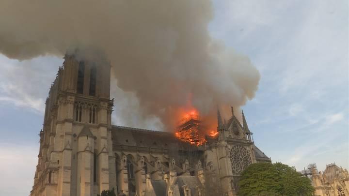 Notre-Dame: Vuurzee in Parijs