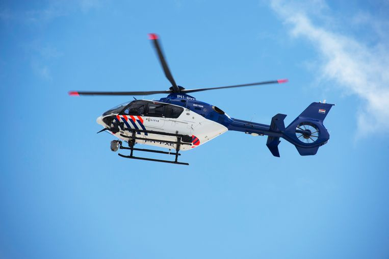 De motorrijders werden achtervolgd door auto's en een helikopter. Beeld ANP