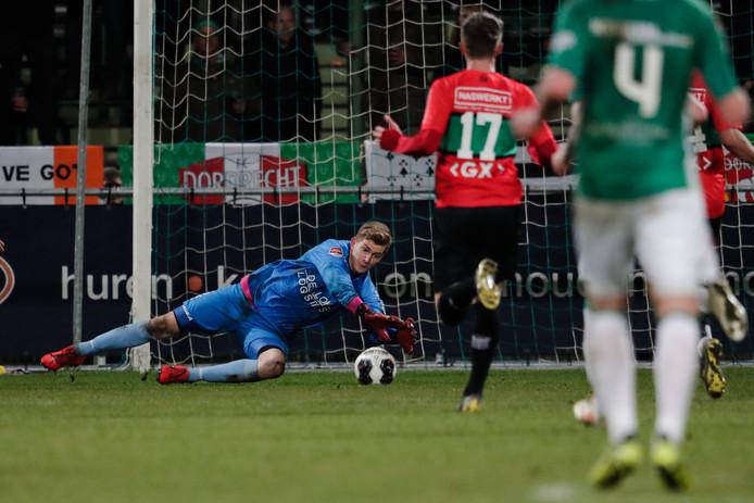 Mattijs Branderhorst redt namens NEC tegen FC Dordrecht.