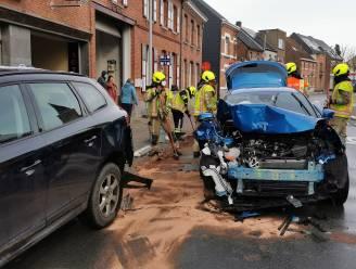 Dronken bestuurster opgesloten in cel nadat dolle rit eindigt met crash