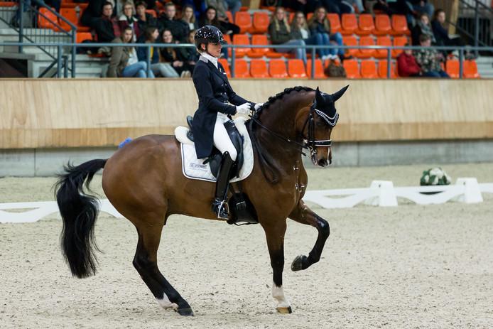 Marlies van Baalen met haar paard Ben Johnson