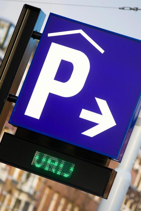Tekort aan parkeerplaatsen in Maasdijk
