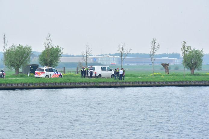 De politie doet ter plaatse onderzoek.