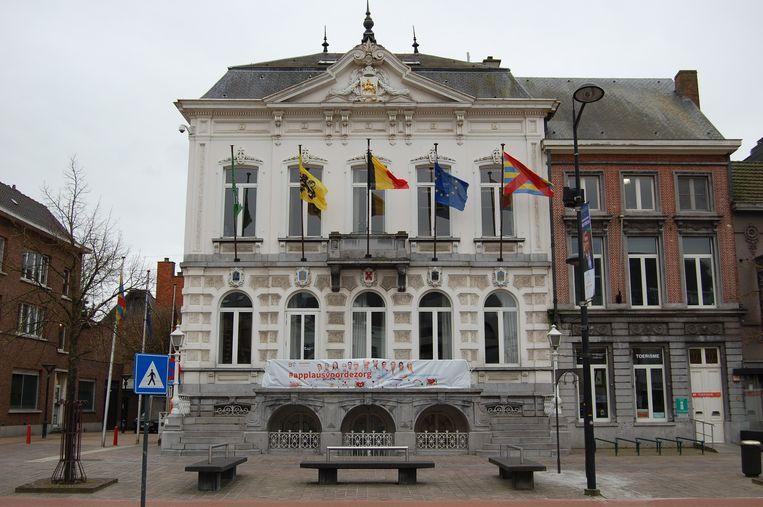 De gemeente Beveren steunde deze actie ook met een spandoek aan de pui van het gemeentehuis