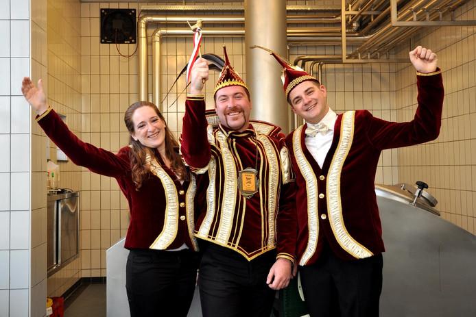 Prins Rick I (midden) met zijn adjudanten Frank van Leeuwen en Kayleigh Vlassak.