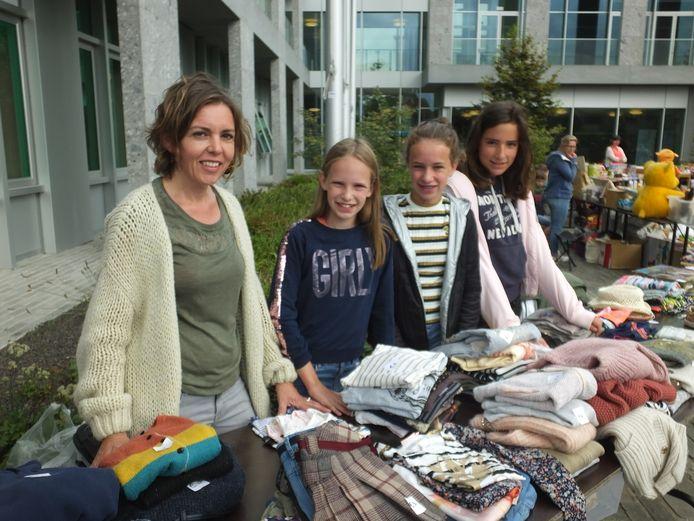 Ook Els Roggeman is er opnieuw bij met haar dochters Elle en Benthe. Nichtje Antonia komt helpen.