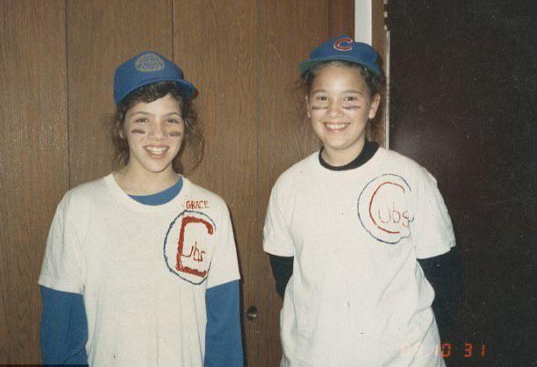 Melissa (l) met Tammy, de zus uit het adoptiegezin.
