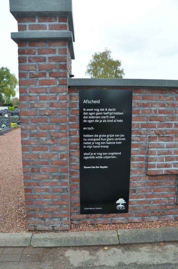 Elke Haaltertse begraafplaats kreeg ook een gedicht ter vervanging van 'Reveil', dat dit jaar niet kan doorgaan door de coronacrisis.