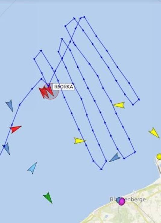 De Zeemanshoop (uit Breskens), R6 Orka (Oostende) en Winifred Lucky Verkade (uit Cadzand) zochten voor de kust van Blankenberge naar de 18-jarige jongen.