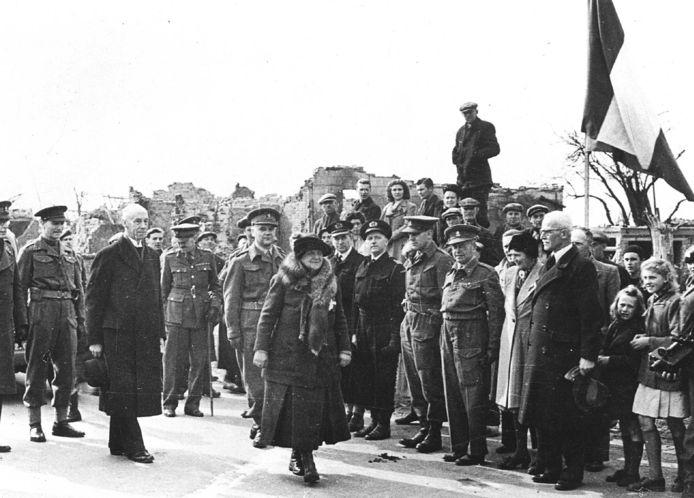 13 maart 1945: Koningin Wilhelmina heeft weer voet gezet op Nederlandse bodem