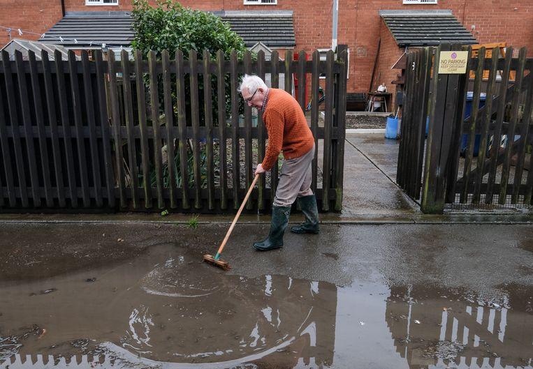 Verkiezingscampagne Johnson overschaduwd door zware overstromingen | De - Volkskrant