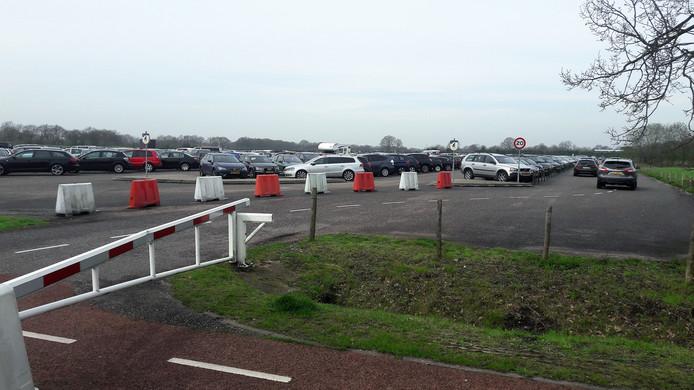 Parkeerterrein ten westen van de Efteling.