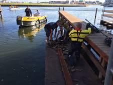 Reebok uit haven van Harderwijk gevist