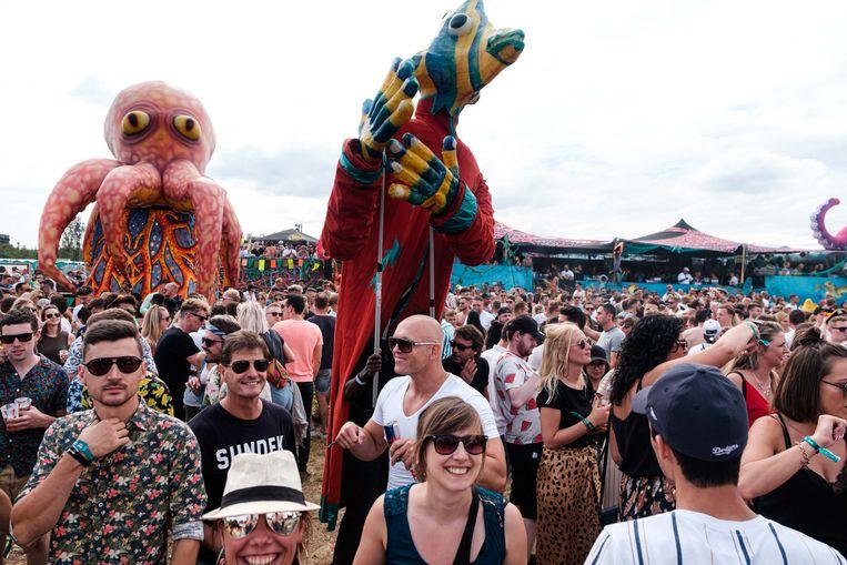 Elrow Town festival op Linkeroever.