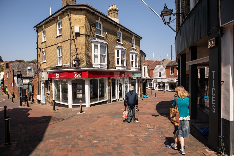 De straten op het Isle of Wight zijn leeg vanwege de lockdown.   Beeld Antonio Olmos