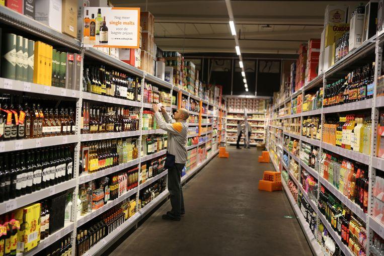 Een archiefbeeld van de Colruyt-supermarkt in Halle. De winkelrekken zijn er nog goed gevuld.