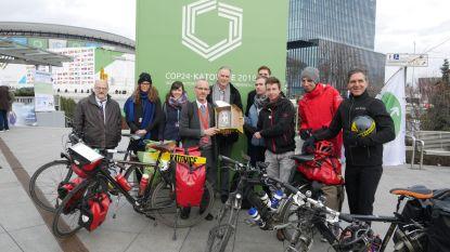 Lander Wantens (Groen) bereikt met de fiets het Poolse Katowice