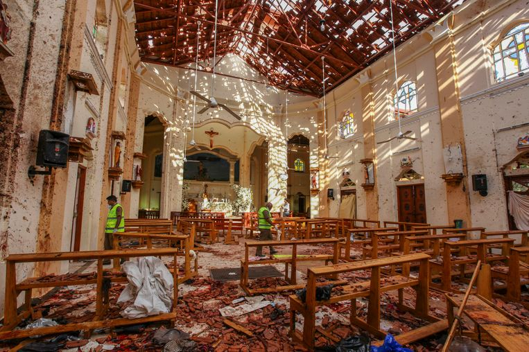 De Sint Sebastiaanskerk in Negombo, ten noorden van Colombo, na de aanslag. Beeld null