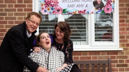 Amy's leven werd door haar notenallergie een hel, na vijf jaar ziekenhuis kan ze naar haar ouders
