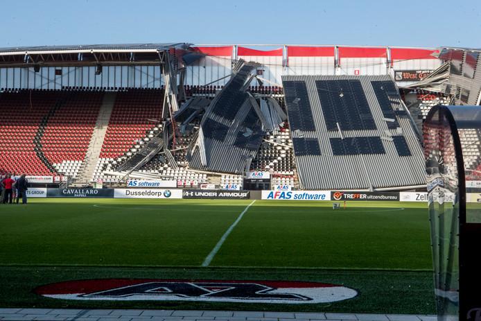 Vermoedelijk is de wind de oorzaak van het instorten van een deel van het dak van het AZ-stadion in Alkmaar.