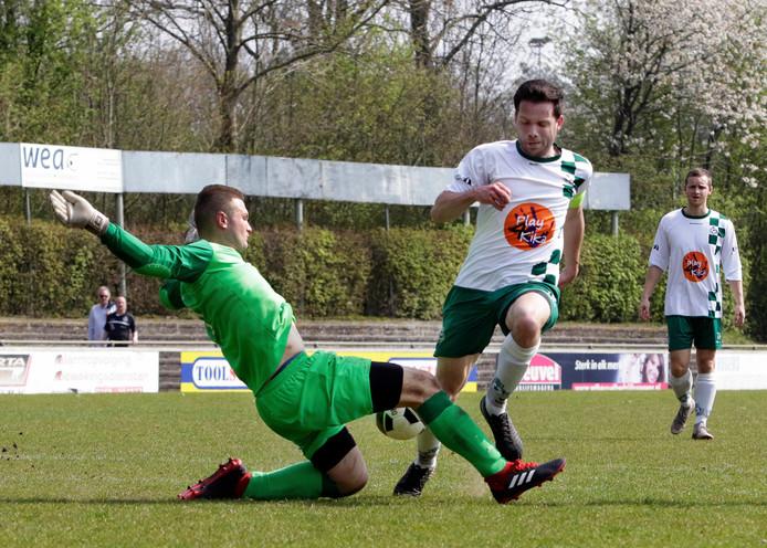 Steven van Ginderen (BSC) gaat binnen de zestien over de knie bij doelman Niels Foesenek. BSC zou met 1-0 winnen dankzij een doelpunt van  het leek een strafschop te zijn, maar die werd niet gegeven.