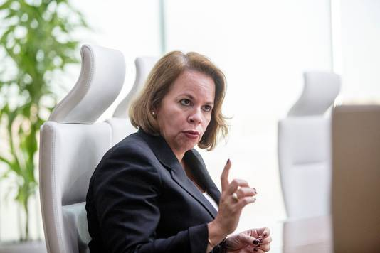 Evelyna Christina Wever-Croes is een Arubaans politica. Zij is sinds 17 november 2017 de vierde premier van Aruba als leider van het kabinet-Wever-Croes I.