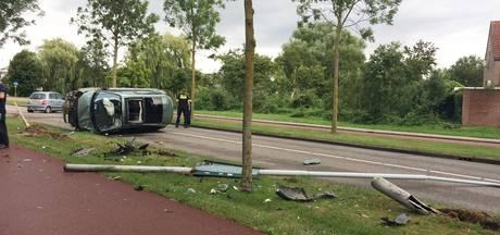 Auto belandt op kant bij frontale botsing in Wijchen