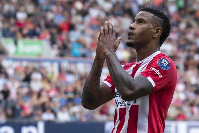 PSV speler Luciano Narsingh baalt na een gemiste kans.