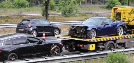 Ongeval met twee auto's en vrachtwagen op A50, twee rijstroken dicht bij afrit Hoenderloo
