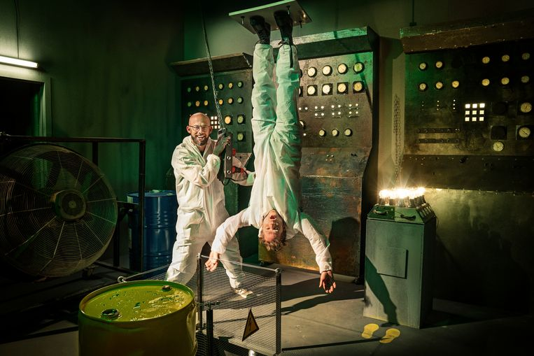 Voor ze Ann Van Elsen aan het plafond zouden kleven, wilden de broers Coppens het eerst zelf uittesten.