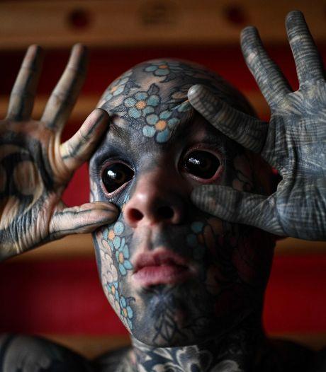 Franse docent kan niet stoppen met tatoeëren: 'Ik wil mijn lichaam vol hebben'
