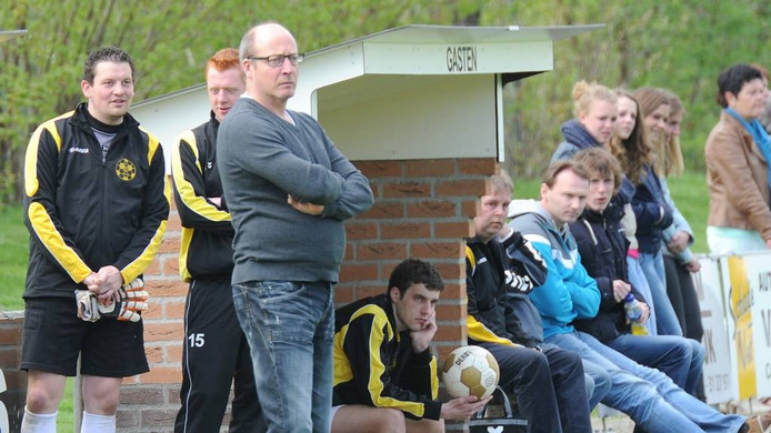 Paul Cuppen als trainer van Hapse Boys.