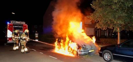 Auto uitgebrand in Vught, politie sluit brandstichting niet uit