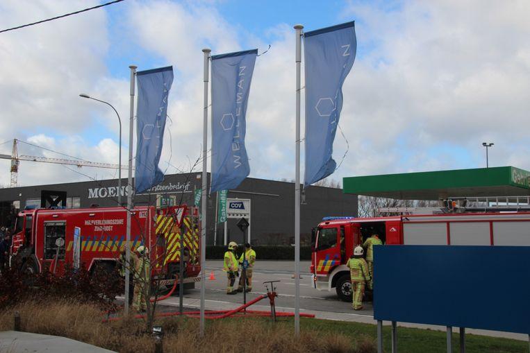 Brandweermannen uit Aalst, Erembodegem en Lede doofden het vuur.