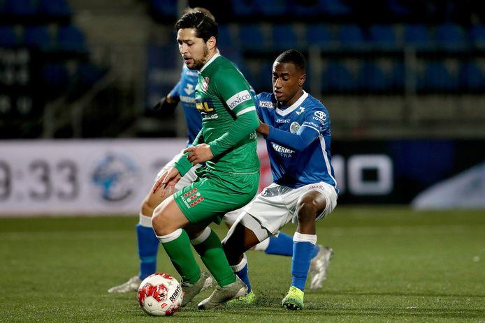 Anass Achahbar - hier in actie tegen FC Den Bosch - is vrijdagavond inzetbaar tegen Jong PSV.