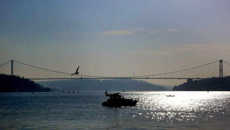 Een van de bruggen over de Bosporus. Foto EPA Beeld
