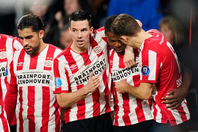 PSV won dankzij onder meer een goal van Denzel Dumfries van Willem II.