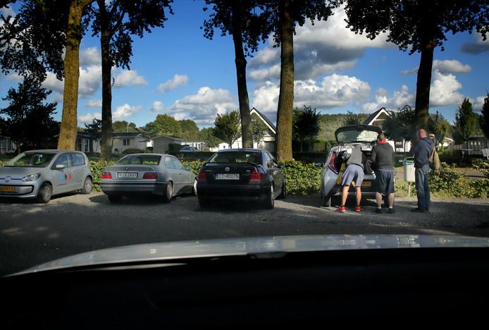 De vele arbeiders uit Oost-Europa zijn vaste bezoekers van Resort De Biesbosch een doorn in het oog.