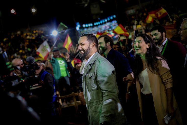 Santiago Albascal, hier op campagne in een voorstad van Madrid, werpt zich op als de grote redder van Spanje Beeld AP