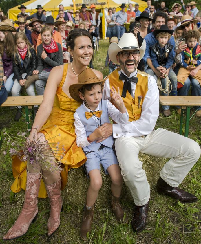 Jette Vonk met haar man en hun 5 jaar oude zoontje Mac